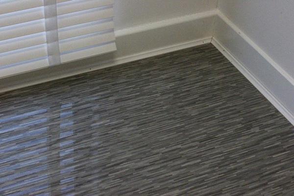 Extreme Gloss Dark Grey Striped, Dark Grey Laminate Flooring For Bathrooms